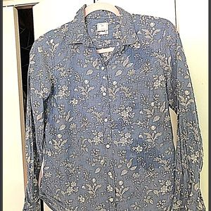 GAP blue floral button down shirt S
